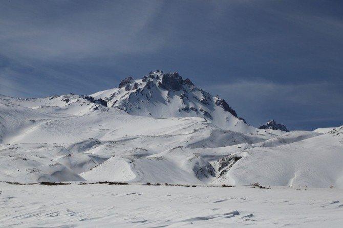 Yeni Hisarcık Gençlik Ve Spor Kulübü'ne Kayak Malzemesi Yardımı