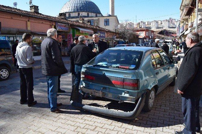 Malatya'da Maddi Hasarlı Trafik Kazası