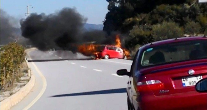 Bodrum'da Otomobil Alev Alev Yandı