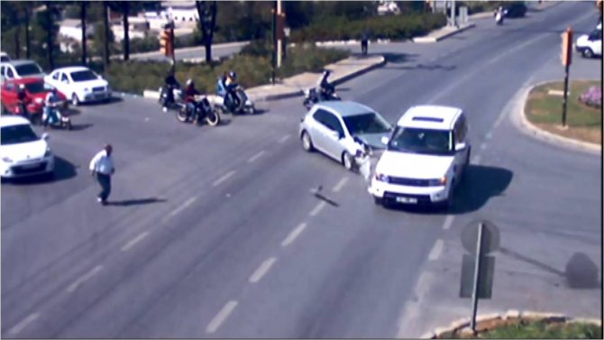Bodrum'daki trafik kazaları mobese kameralarına yansıdı