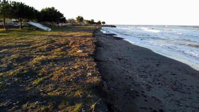 'Karadeniz'in hırçın dalgaları sahile büyük zarar veriyor'
