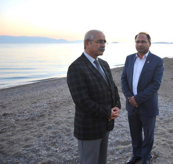 CHP milletvekilleri İzmir'de tekne faciası yaşanan yeri inceledi