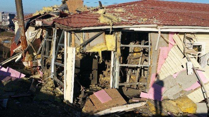 Teröristler Okula Bomba Attı