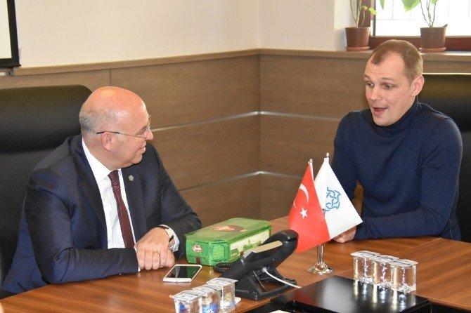 Rusonice Buz Pateni Gösteri Ekibi Başkan Eşkinat'ı Ziyaret Etti