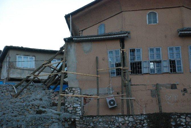Yıkılma Tehlikesi Olan Tarihi Cami Askıya Alındı