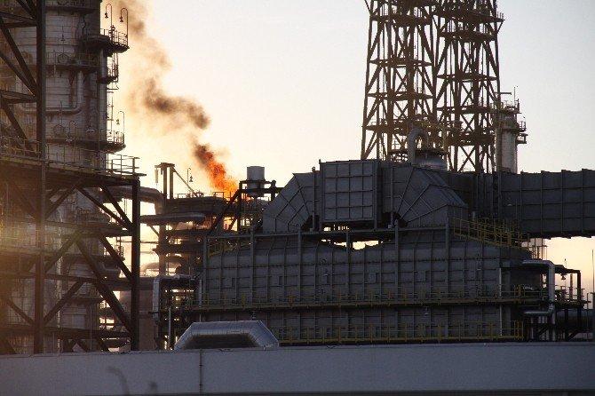 TÜPRAŞ'taki Yangını Söndürme Çalışmaları Sürüyor