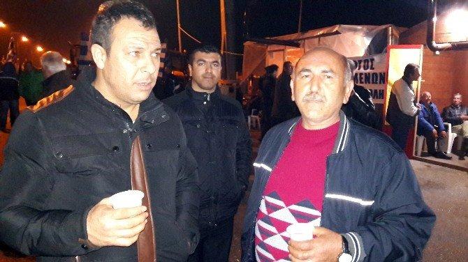 Yunan Çiftçiler Tır Sürücülerini Mağdur Etti