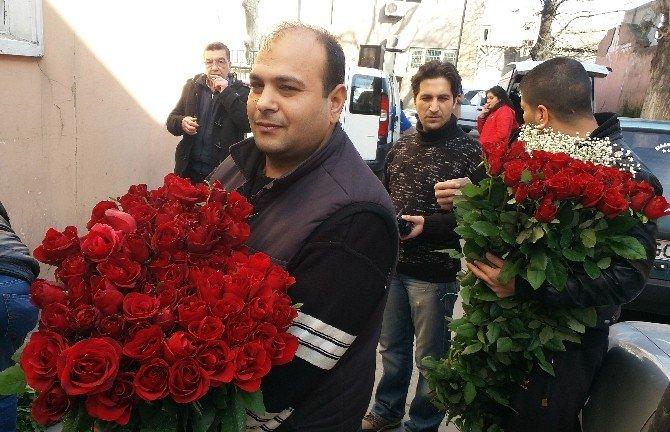 14 Şubat Çiçekleri Mezatta, Alıcılar İse Sırada