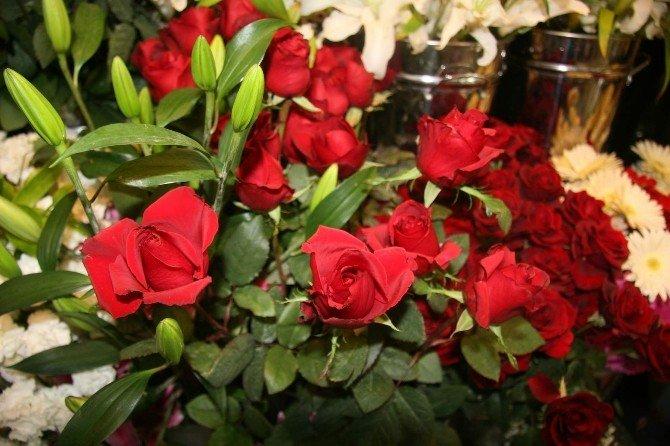 Afyonkarahisar'da Ki Çiçekçilerde 14 Şubat Sevgililer Günü Satış Telaşesi Başla