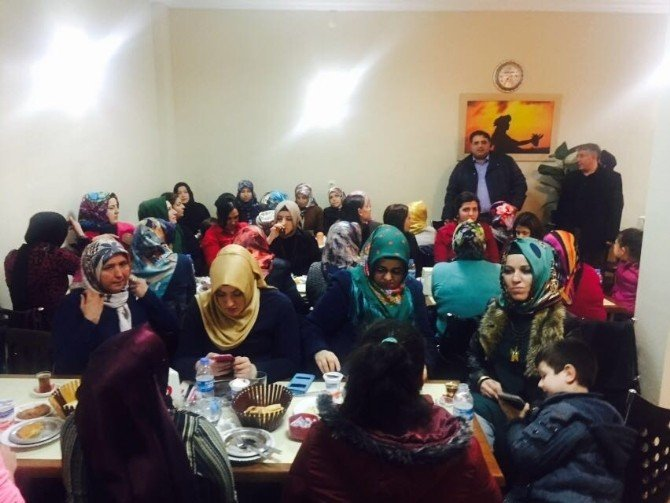 AK Partili Kadınlar Yemekte Buluştu