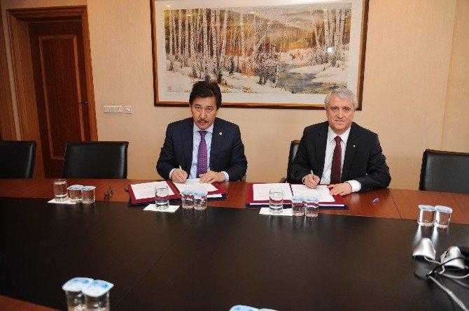 Anadolu Üniversitesi İle El-farabi Ulusal Üniversitesi Arasında İş Birliği Protokolü