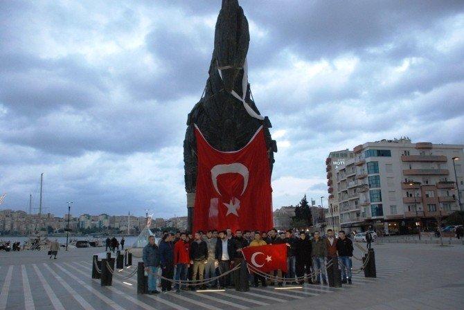 Truva Atı'na Türk Bayrağı Asarak Terörü Protesto Ettiler