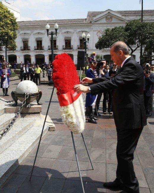 Cumhurbaşkanı Erdoğan, Kahramanlar Anıtı'na Çelenk Bıraktı
