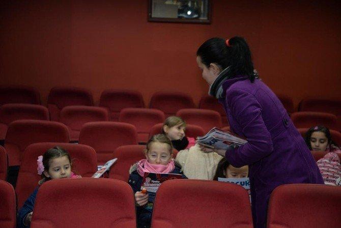 Ücretsiz Sinema İle Keyifli Anlar Yaşayan Çocuklara ''Bilecik Çocuk'' Dergisi Dağıtıldı