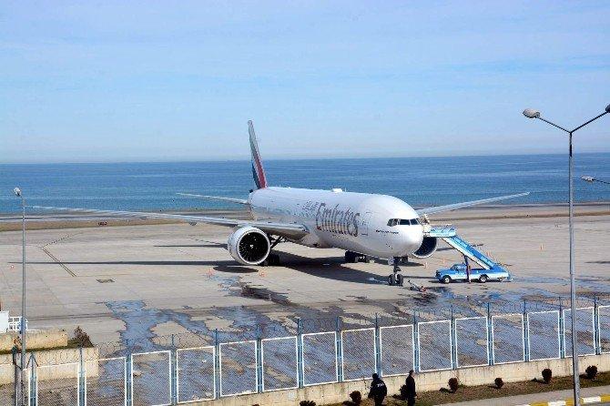 Emirates Uçağı Trabzon'a Acil İniş Yaptı