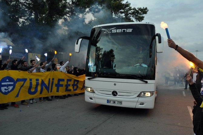 Fenerbahçe'ye Antalya'da sevgi gösterisi