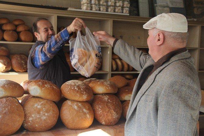 Bakanı Dinleyen, Fiyatları Altüst Eden Fırıncı: 250 Gram Ekmek 39 Kuruş