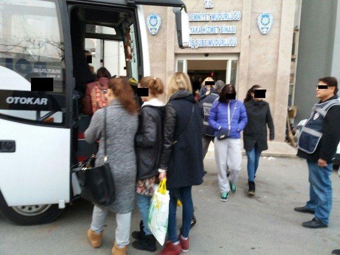 İzmir'de Gece Kulüplerine Şok Baskın