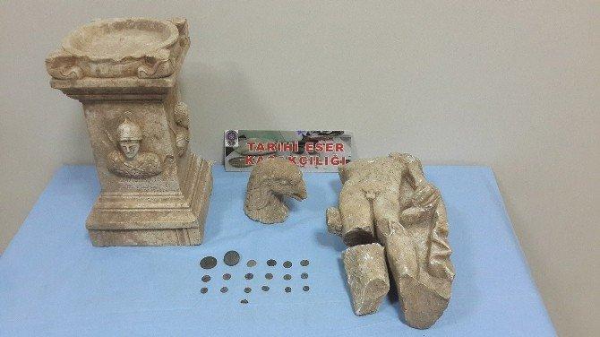 Tarihi Eserleri Satmak İsterken Polis Yakaladı