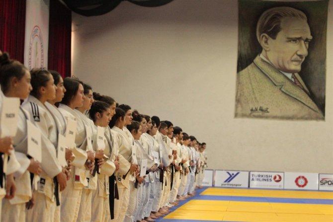 Judoda Ümitler Alanya'da yarışacak