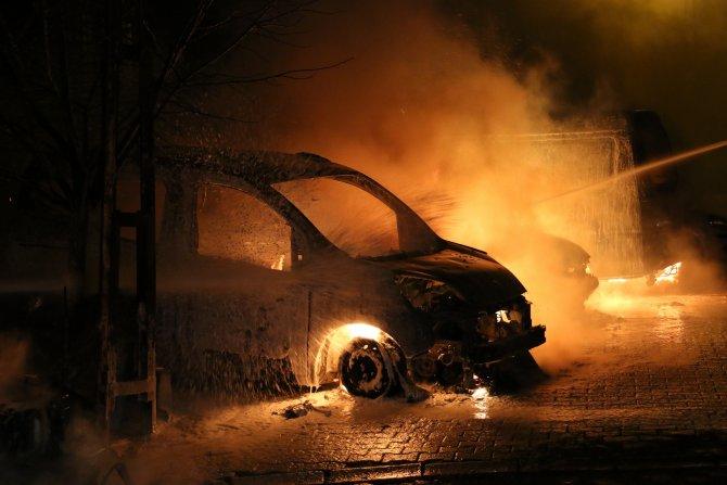 Kağıthane'de park halindeki 7 araç kundaklandı