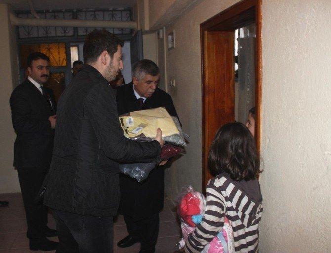 AK Parti'den 160 Aileye Giyecek Yardımı