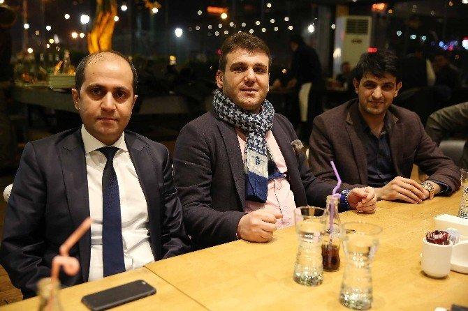 Büyükşehir Futbolcuları Mahmood Cafe De Buluştu.