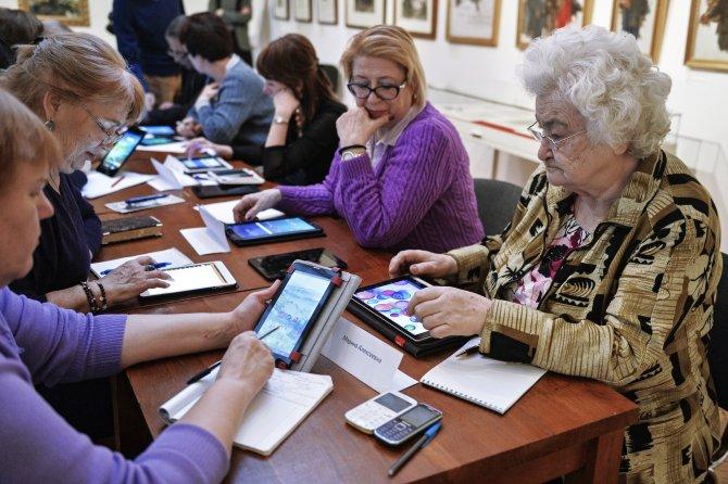 Moskova'da yaşlılar için tablet eğitimi başlatıldı