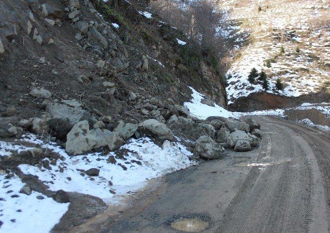 Karların Erimesi Heyelan Ve Kaya Düşmelerine Yol Açıyor
