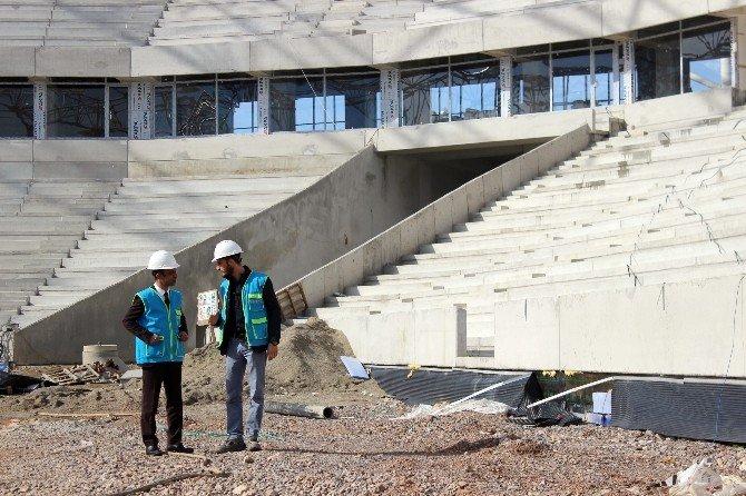 Sakaryaspor'un Yeni Stadı Hızla Yükseliyor