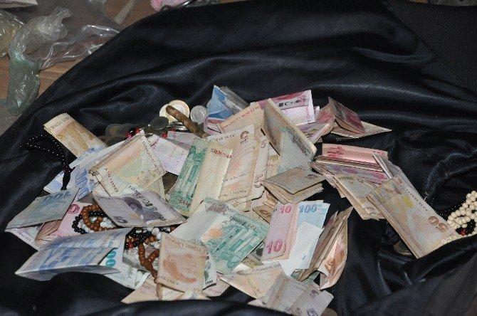 Yaşlı Adamın Evinden 5 Kamyon Çöp Ve 6 Bin Lira Çıktı