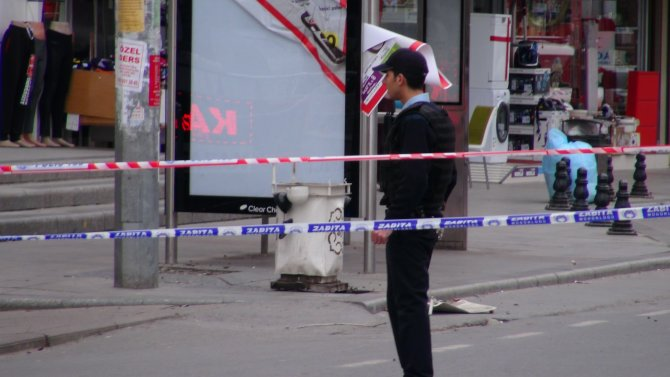 Otobüs durağı yakınında ses bombası patladı