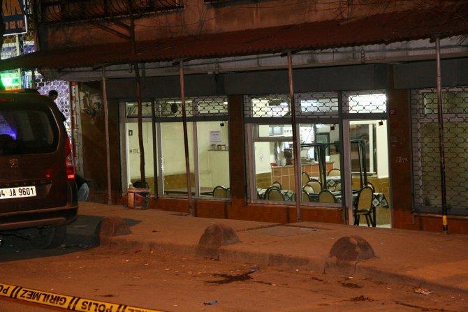 Sultangazi'de kahvehane tarandı: 1'i ağır, 2 yaralı
