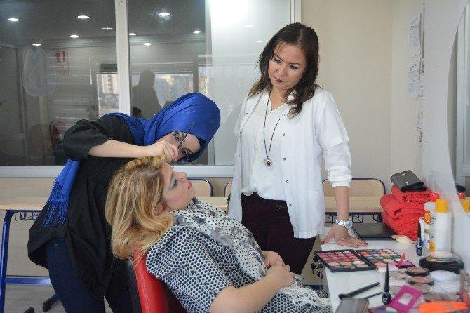 Yunusemre'yi İstanbul'da Temsil Edecek Makyaj Kursiyerleri İddialı: