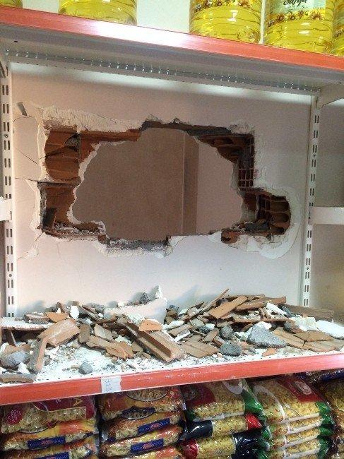 Duvarı Kırıp Hırsızlık Yaptılar
