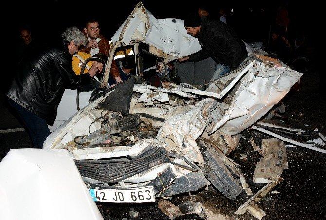 Otomobil İle Kamyon Çarpıştı: 1 Ölü, 4 Yaralı