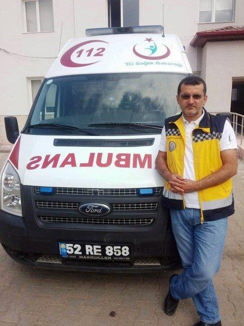 Ambulans Yol Süpürme Aracına Çarptı: 1 Ölü, 3 Yaralı