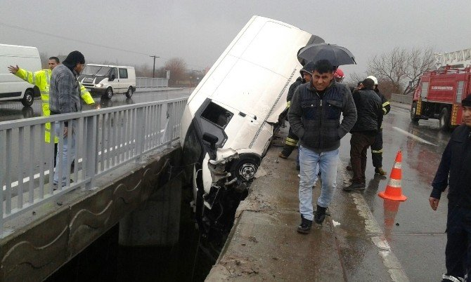 Aydın'da Trafik Kazası: 1'i Ağır 3 Yaralı