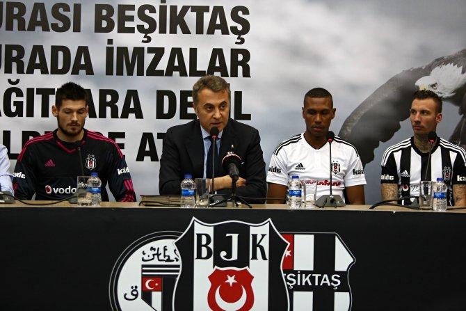 Beşiktaş'ın yeni transferleri için imza töreni yapıldı