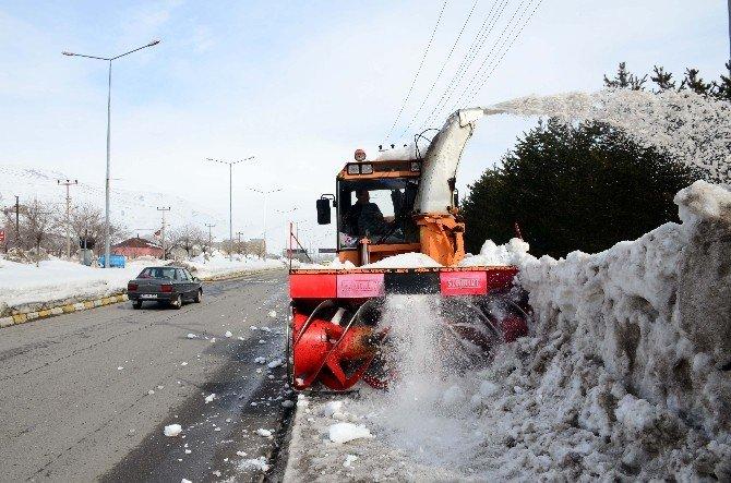 Bitlis İl Özel İdaresi'nden Belediyeye Kar Desteği
