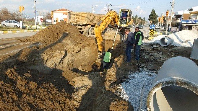 Baski Çürüyen Kanalizasyon Borularını Değiştirdi