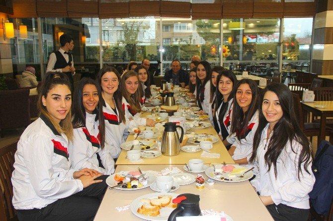 Çiftlikköy'ün Sultanlarına Moral Kahvaltısı