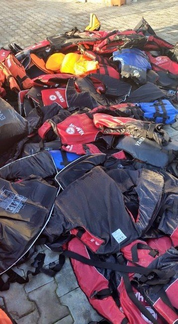 Didim'de Göçmenlerin Bıraktıkları Eşyalar Belediye Tarafından İmha Ediliyor