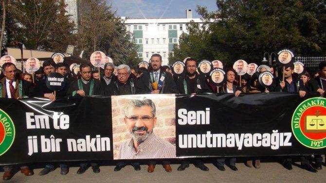 Vali, Tahir Elçi anmasına 'suç', başsavcılık 'demokratik eylem' dedi