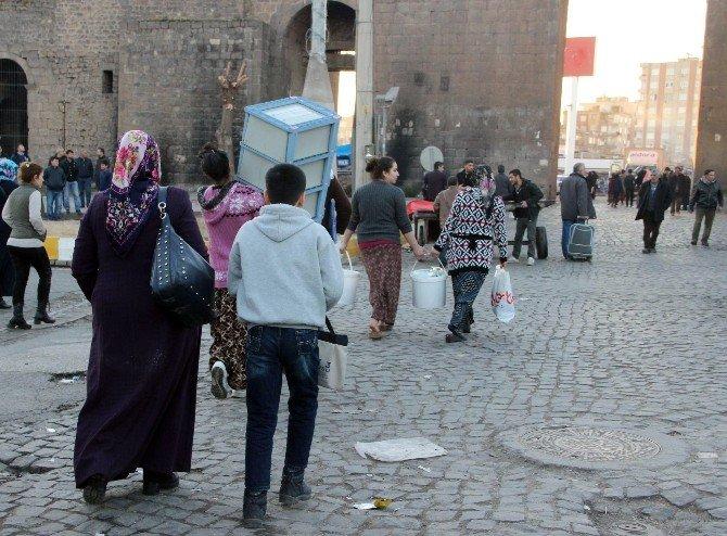 Sur'da 'Göç Dramı' Sürüyor