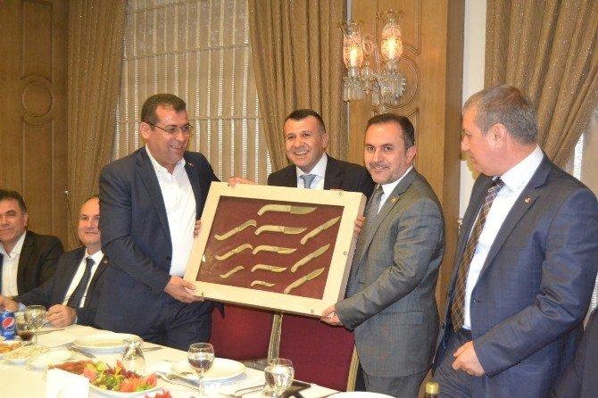 Dost Meclisi Toplantısı