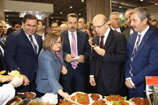 Başbakan Yardımıcısı Şimşek İle Bakan Çelik'e Çiğ Köfte Ve İçli Köfte İkram Edildi
