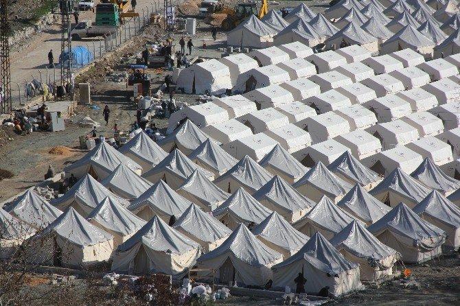Türkmenler İçin Geçici Çadır Kuruldu