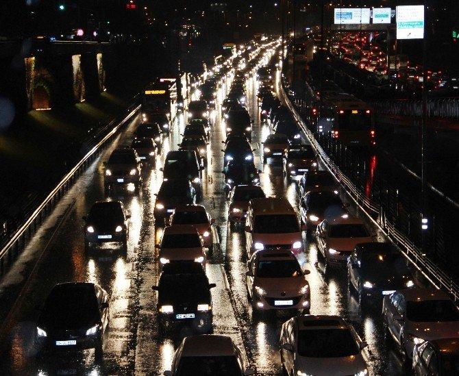 İstanbul'da Trafik Yoğunluğu Yüzde 90'a Ulaştı