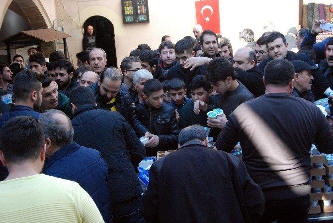 Şehitler Anısına 2500 Kişiye Etli Pilav Dağıtıldı